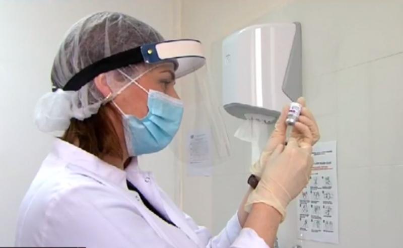 საქართველოში ვაქცინაცია თითქმის შეჩერებულია - მედპერსონალი AstraZeneca-თი აცრაზე უარს ამბობს