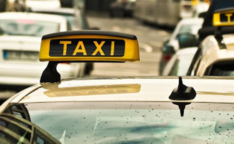 მთავრობამ ტაქსიში ორზე მეტი პირის გადაადგილებაზე აკრძალვა მოხსნა
