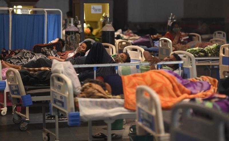 საავადმყოფოები ინფიცირებელებს ვეღარ იტევენ - უმძიმესი კადრები ინდოეთიდან