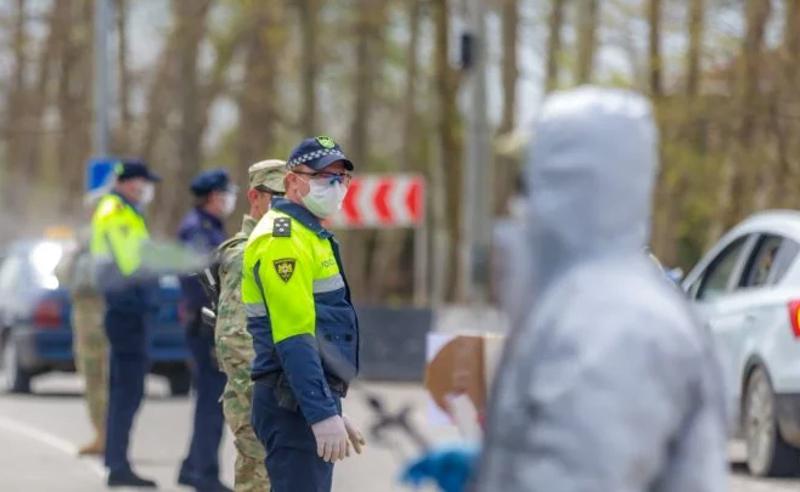 კოვიდაფეთქება კასპში - სოფლების შესასვლელებში საპოლიციო გამშვები პუნქტები განთავსდა