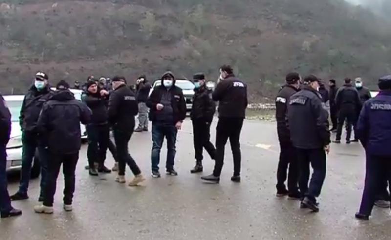 """პოლიციის მობილიზება ნამახვანში - ადგილზე """"ენკას"""" დირექტორი ჩავიდა"""