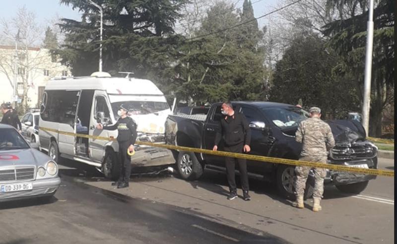 ავარია ქუთაისში - დაზიანდა 3 მანქანა, დაშავებულია ერთი პირი