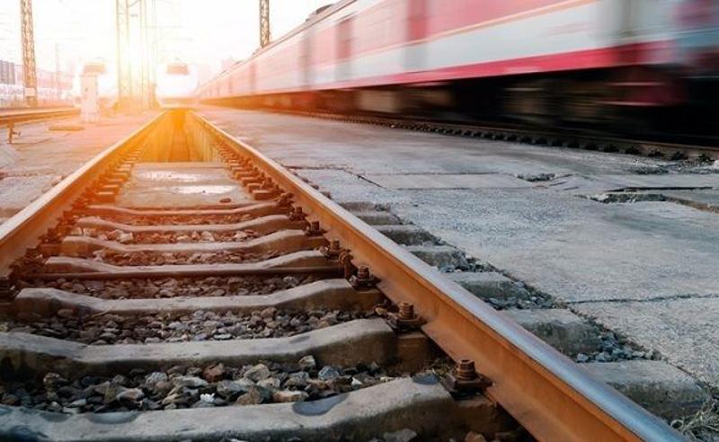 ზუგდიდი-თბილისის მატარებელი რელსებიდან გადავარდა (ვიდეო)