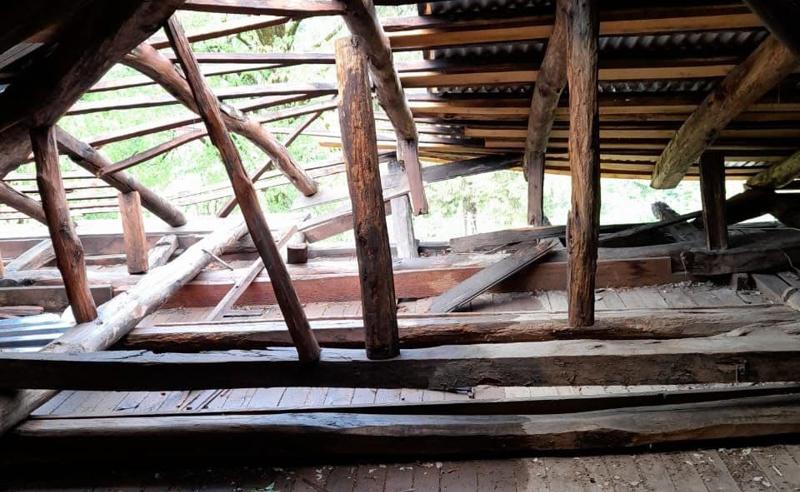 ძლიერი ქარი ჩოხატაურში - სოფელ დიდივანის საჯარო სკოლას ქარმა სახურავი გადახადა
