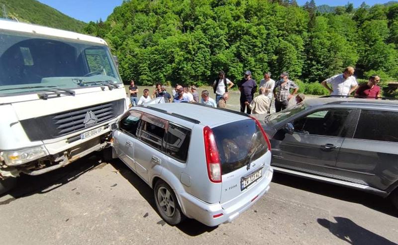 ავარია ბათუმი-ქედას დამაკავშირებელ ცენტრალურ გზაზე - არიან დაშავებულები