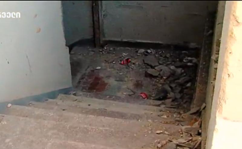 """""""სცემეს, ეგონათ, შემოაკვდათ და გადმოაგდეს"""" - ოჯახის მტკიცებით, თბილისში 50 წლის კაცი მოკლეს"""