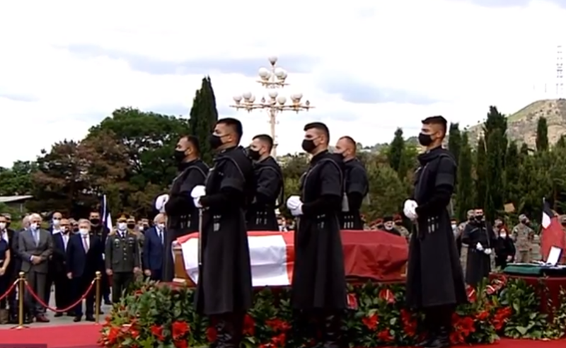 სამების ტაძრიდან ეროვნული გმირის, გენერალ კვინიტაძის, ნეშტი გამოასვენეს