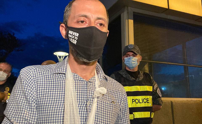 პოლიციელებმა გიგა მაქარაშვილს დაკავების დროს ხელი მოტეხეს