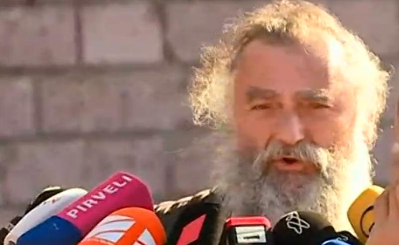 მღვდელმთავარი მედიის წინააღმდეგ - მეუფე ნიკოლოზი პანსიონთან რკინის ბარიკადების აღმართვას ითხოვს