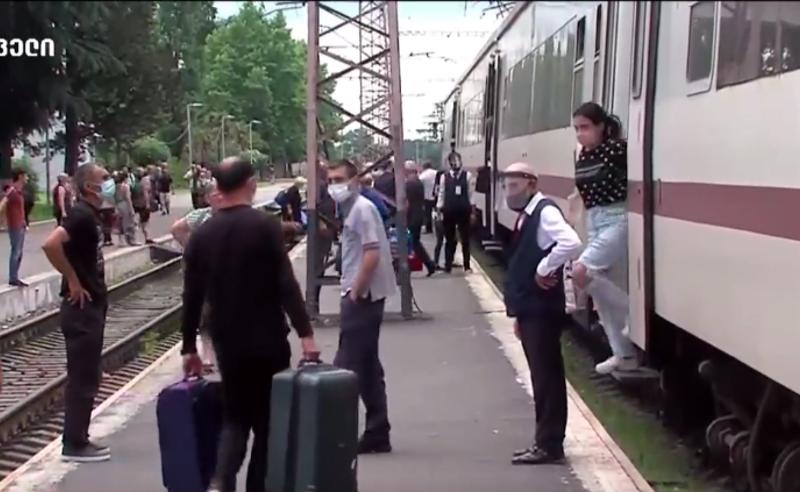ტექნიკური მიზეზი იყო პატარა - თბილისი-ზუგდიდის მატარებელი დანიშნულების ადგილზე 1 საათის დაგვიანებით ჩავიდა