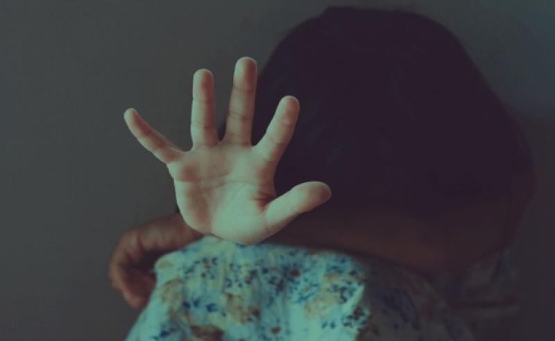 შემზარავი ამბავი სამეგრელოდან - 8 წლის გოგონა მეზობლებმა გააუპატიურეს