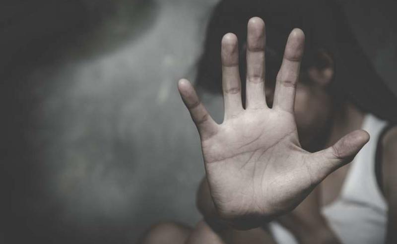 სექსუალური ძალადობა არასრულწლოვან შვილებზე - დაკავებულს 17 წლით პატიმრობა შეეფარდა