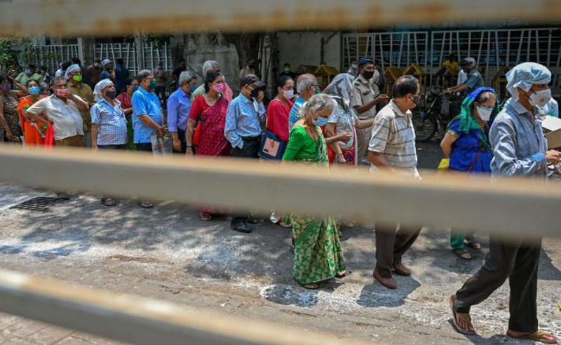 თაღლითობა ინდოეთში -  მოსახლეობა კოვიდვაქცინის ნაცვლად მარილიანი წყლით აცრეს