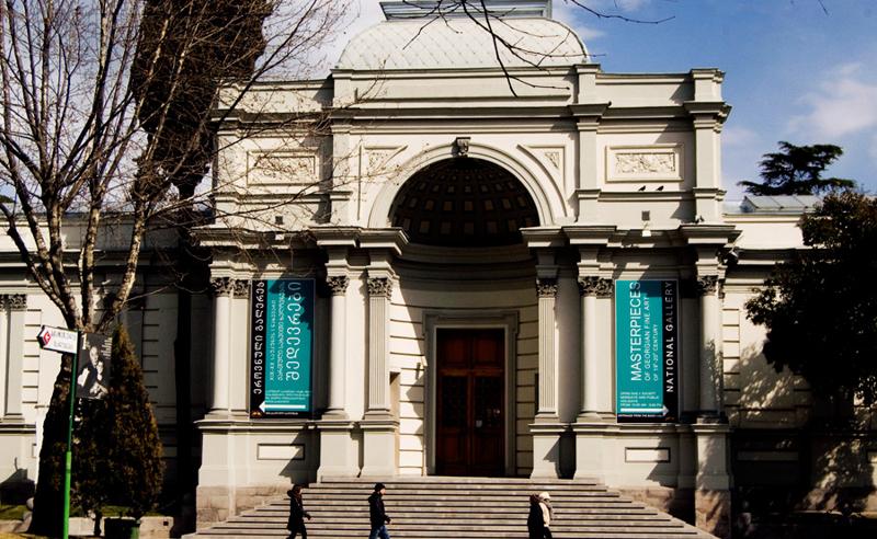 რესტავრაცია, თუ ივანიშვილის ინტერესები - რატომ ანგრევენ ეროვნული მუზეუმის ფლიგელს