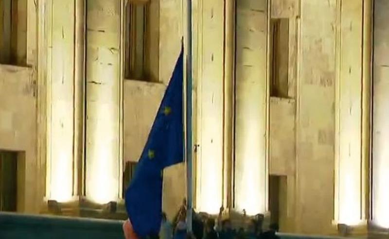 რადიკალური ჯგუფის წევრებმა  ევროკავშირის დროშა დახიეს