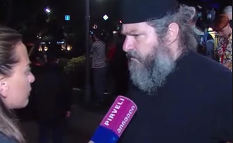 მღვდელი, რომელმაც ივანიშვილსა და პინგვინებზე უხამსი განცხადება გააკეთა, ძალადობრივ აქციაზე გამოჩნდა (ვიდეო)