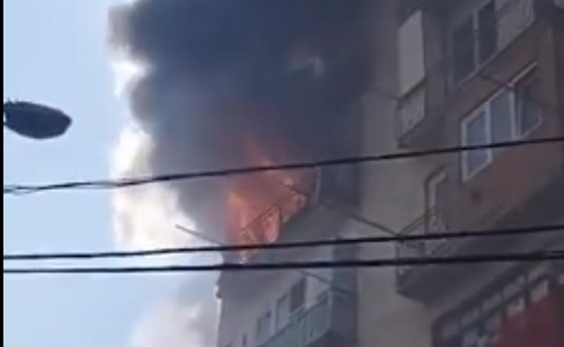 ხანძარი თბილისში - ცეცხლი საცხოვრებელ კორპუსს მოედო