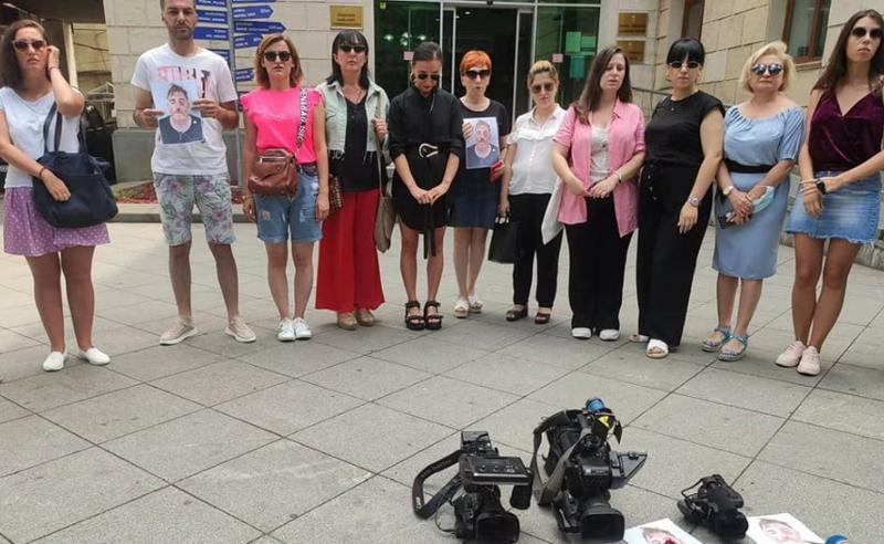 ლექსოსთვის - ქუთაისში ჟურნალისტებმა მდუმარე აქცია გამართეს