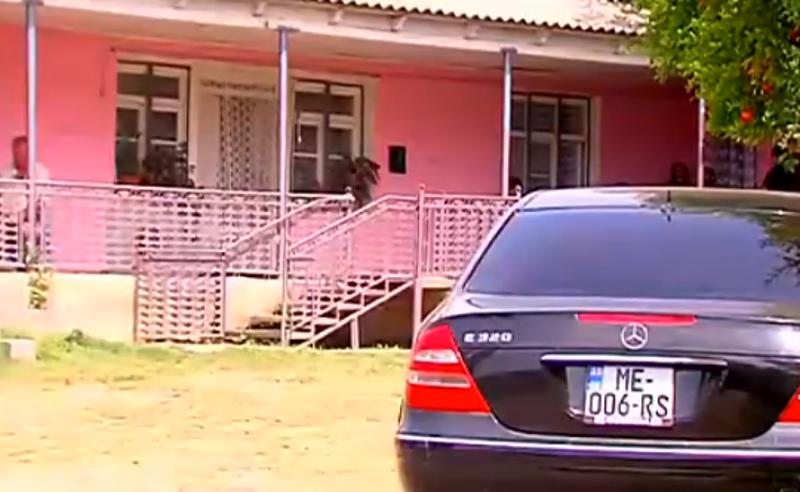 მოკლულების ახლობელმა ბრალდებულის მამას დაზიანებები ნიჩბით მიაყენა - პოლიციამ ორი პირი დააკავა