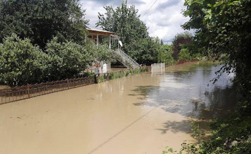 წყალდიდობა სამეგრელოში- ძლიერმა წვიმებმა პრობლემები ზუგდიდსა და ხობში შექმნა