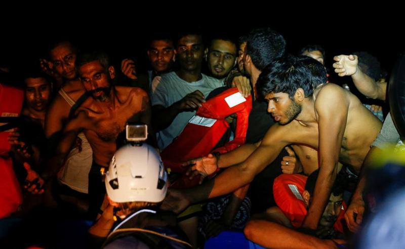 მაშველებმა ხმელთაშუა ზღვაში 394 მიგრანტი გადაარჩინეს