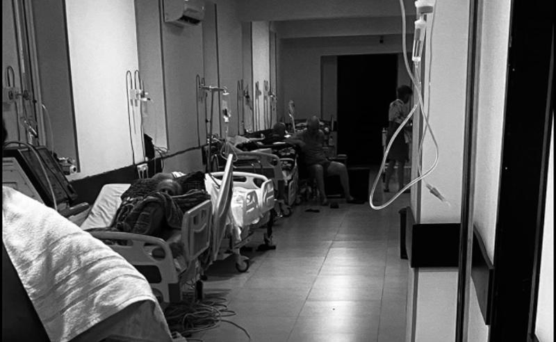ბათუმის ერთ-ერთ კლინიკაში კოვიდინფიცირებული პაციენტები დერეფანში მოათავსეს