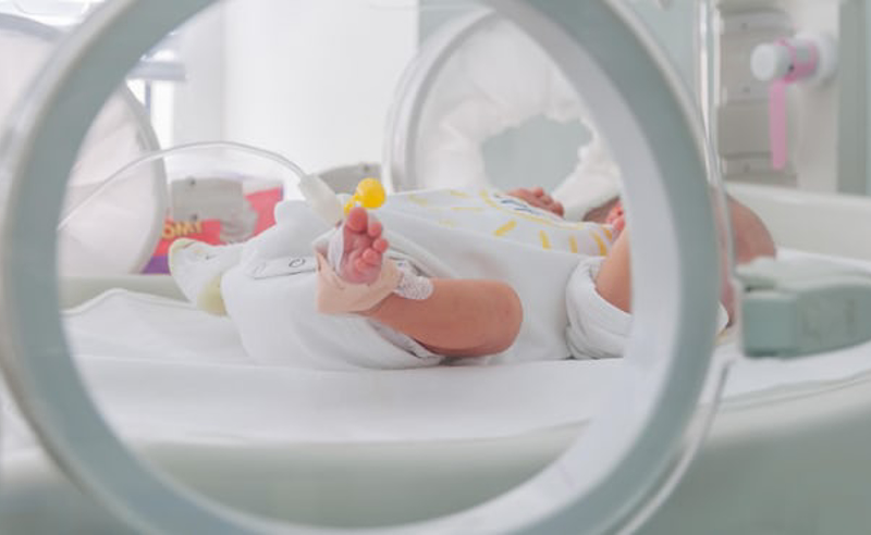 ციციშვილის კლინიკაში კოვიდინფიცირებული სამი კვირის ჩვილის გადარჩენას ცდილობენ