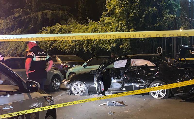 სიონის მიმდებარედ, პარკინგზე ავტომობილი შევარდა - დაზიანებულია რამდენიმე მანქანა