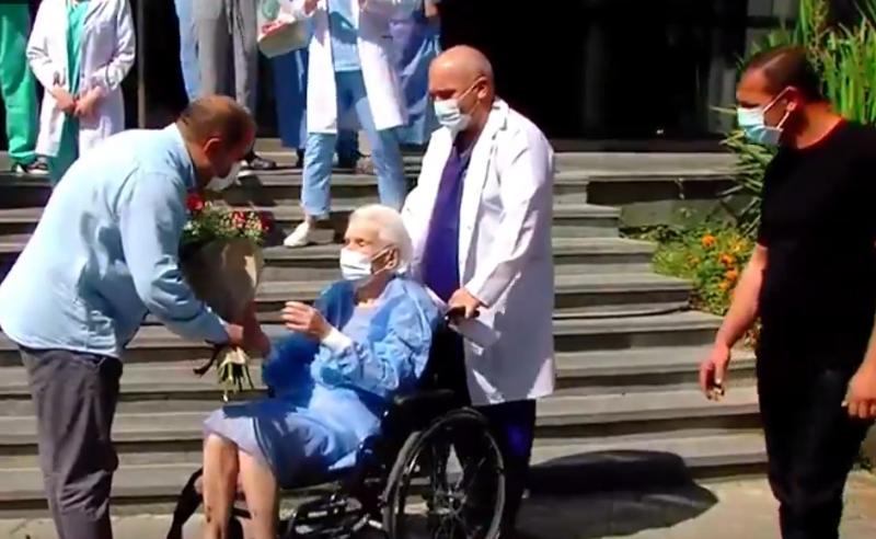 ყველა რეკომენდაციას ზედმიწევნით ასრულებდა - 111 წლის ქალბატონმა რესპუბლიკური საავადმყოფო ყვავილებითა და აპლოდისმენტებით დატოვა