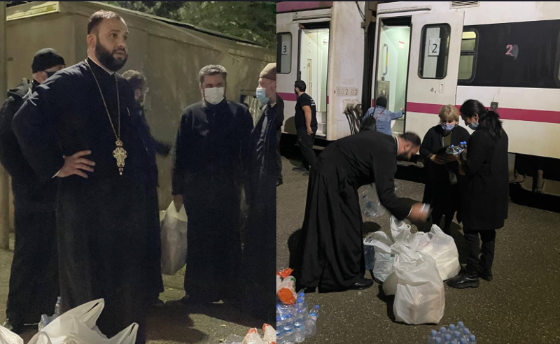 შოროპანში გაჩერებული მატარებლის მგზავრებს მარგვეთის ეპარქიის მამებმა წყალი და საკვები მიუტანეს